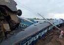 Due treni sono deragliati in India