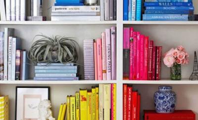 La moda dei libri ordinati per colore