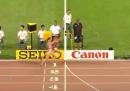 Il video dell'atleta che festeggia troppo presto e si fa superare sul traguardo