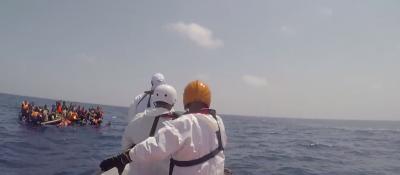 Il video a bordo della Dignity1 durante i soccorsi ai migranti in mare