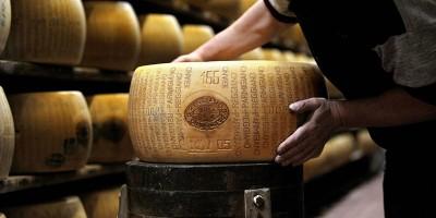 Il Parmigiano Reggiano contro Pornhub