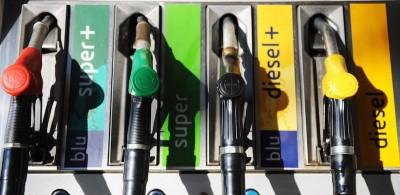 Perché il prezzo della benzina scende così poco