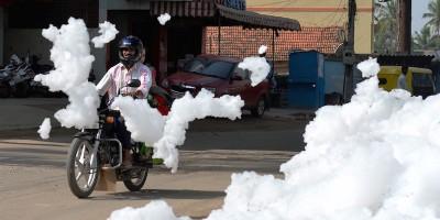 La schiuma inquinata di Bangalore