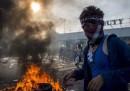 Le foto degli scontri al confine tra Ungheria e Serbia