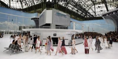 La sfilata aeroportuale di Chanel