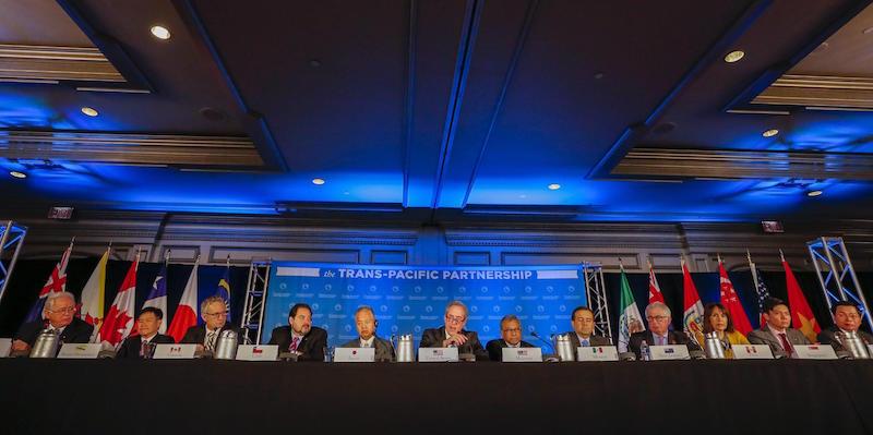 I rappresentanti dei 12 paesi del Trans-Pacific Partnership (TPP) alla conferenza stampa del 5 ottobre 2015.