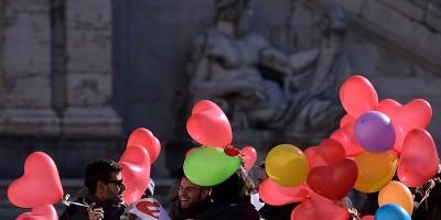 La prima adozione riconosciuta in Italia a una coppia di uomini gay