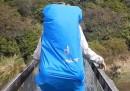 Il video del ponte che si rompe durante l'attraversamento di 4 escursionisti