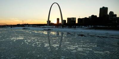Il grande arco di St. Louis ha 50 anni