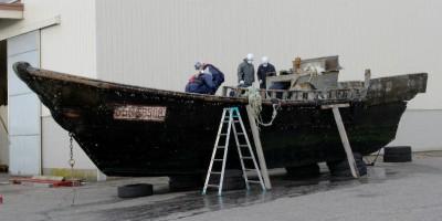 Le barche con a bordo dei cadaveri che arrivano sulle coste del Giappone