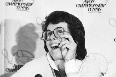 Billie Jean King scherza con la stampa