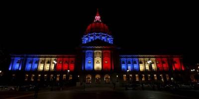 I monumenti di tutto il mondo, illuminati con i colori della bandiera francese