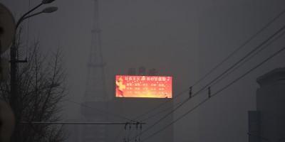 Il solito cielo inquinato di Pechino – foto