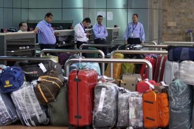Un addetto ai bagagli dell'aeroporto di Singapore è accusato di averne mandati 286 nel posto sbagliato