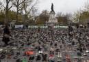 Place de la République a Parigi coperta di scarpe per la Marcia del clima