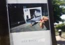 Le foto dentro altre foto di Guy Bourdin, a Parigi