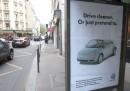 Le pubblicità false sul cambiamento climatico alle fermate degli autobus di Parigi