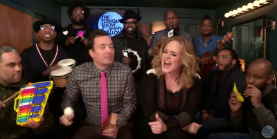"Adele, Jimmy Fallon e i Roots che cantanto ""Hello"""