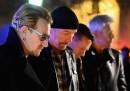 Le foto degli U2 vicino al Bataclan, a Parigi