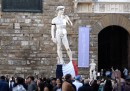Attacco Parigi, bandiera francese sulla statua del David a Firenze