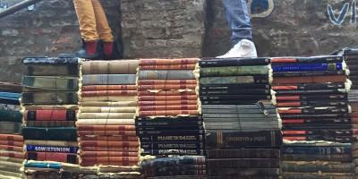 Vendere e comprare libri su eBay conviene?