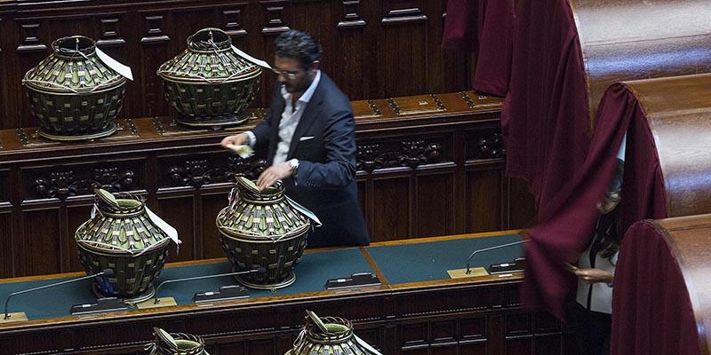 Il parlamento ha eletto i giudici della corte for Votazioni in parlamento
