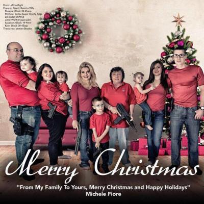 La cartolina di Natale di una politica americana con tutta la famiglia armata
