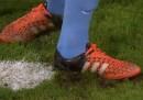 Il video del portiere di Bundesliga che scava una buca per far sbagliare un rigore
