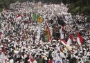 La grande protesta dei musulmani integralisti in Indonesia