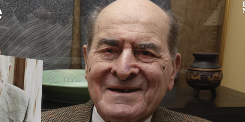 henry heimlich Dr henry heimlich, the thoracic surgeon and developer of one of the most  famous lifesaving procedures of all time, the heimlich maneuver,.