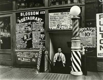 Blossom Restaurant, 1935 © Berenice Abbott