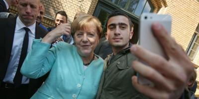 L'uomo a cui un selfie con Angela Merkel ha cambiato la vita
