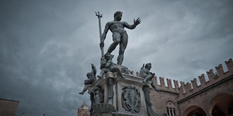 Facebook, censurata la foto del Nettuno di Bologna