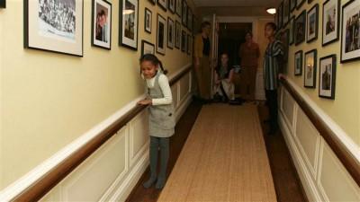 Le foto del primo giorno di Sasha e Malia Obama alla Casa Bianca