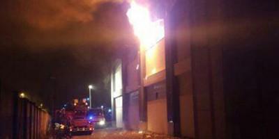 L'incendio nel capannone a Sesto Fiorentino