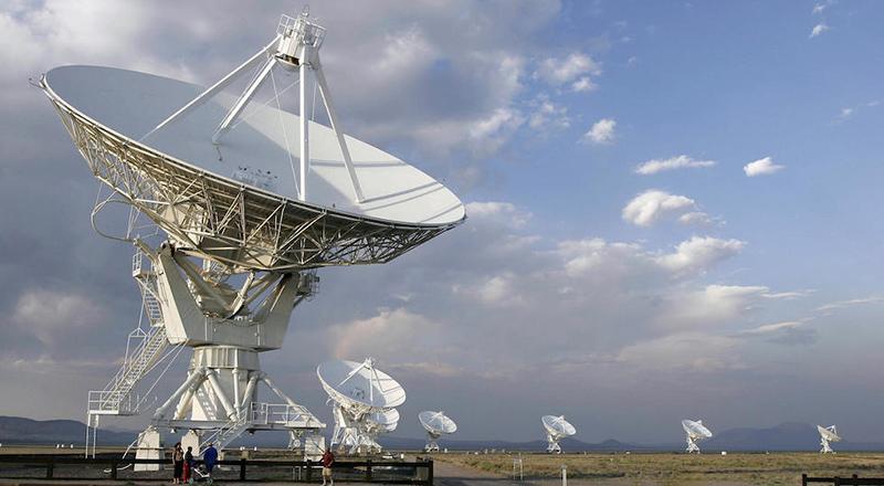 La scoperta sugli strani segnali radio da una galassia lontana lontana - Il Post