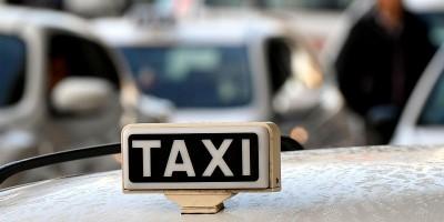 Come funzionano i taxi in Italia, spiegato