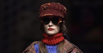 Femminilità e femminismo nella sfilata di Prada a Milano