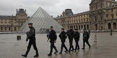 Cosa sappiamo dell'aggressione ai soldati al Louvre