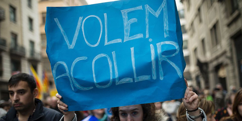 La manifestazione a Barcellona per chiedere di accogliere più migranti
