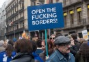 La manifestazione in favore dei migranti a Barcellona