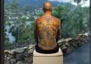 L'uomo che ha venduto il proprio tatuaggio sulla schiena