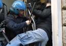 Le proteste e i soprusi dei tassisti a Roma