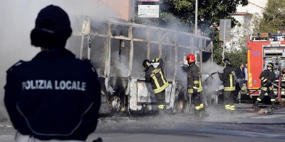Il caso degli incendi degli autobus a Roma