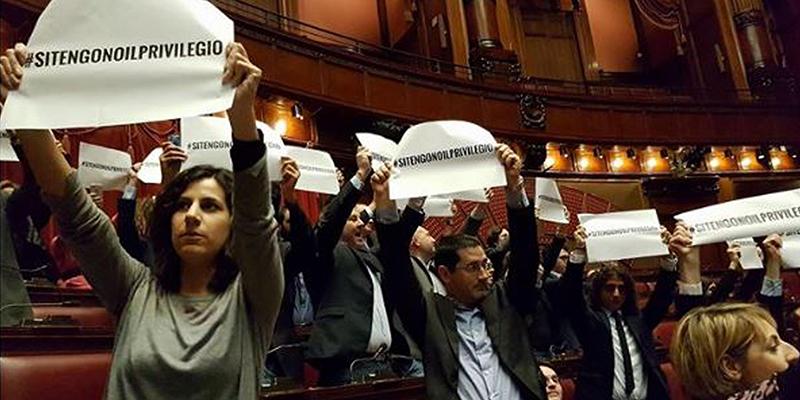 Perch pd e m5s litigano sui vitalizi il post for Parlamento in diretta