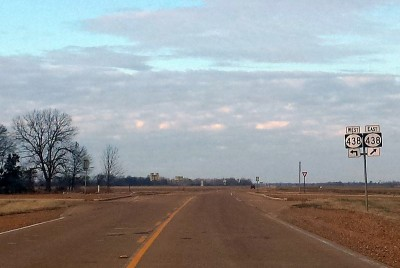Highway_61_intersects_Highway_438_north_of_Hollandale,_MS