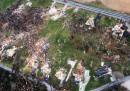 La devastazione di un tornado in Missouri, dall'alto