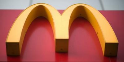 A partire da settembre McDonald's offrirà solo cannucce di carta nel Regno Unito e in Irlanda
