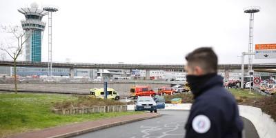 Cosa sappiamo dell'aggressore dell'aeroporto di Parigi Orly