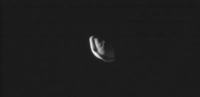 Saturno ha una luna a forma di raviolo